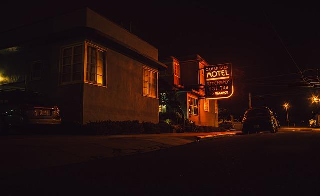 motel-923495_640