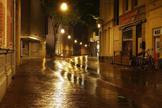 wet-street-1032118_640