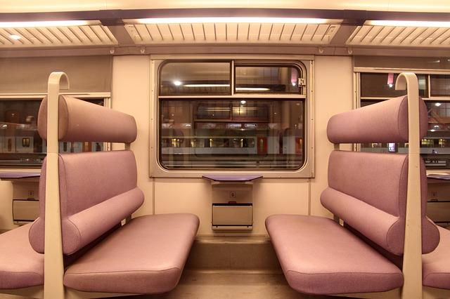 passenger-car-96750_640